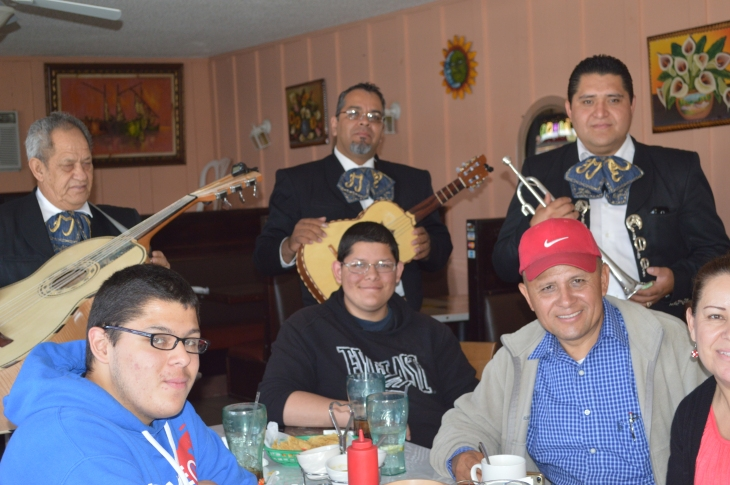 Happy customers at Old Mexico Restaurant with Mariachi Estrellas de Americas
